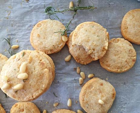 pinenuts crackers