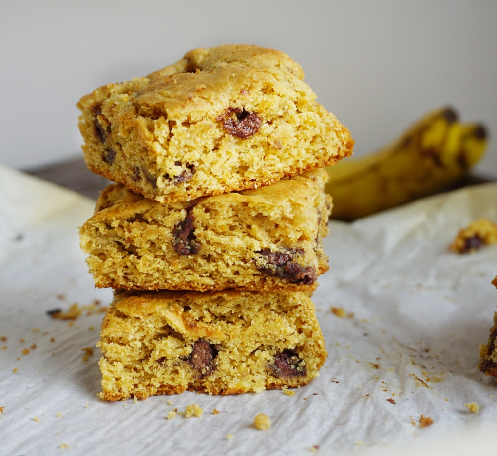 almond-banana-cookie-bars